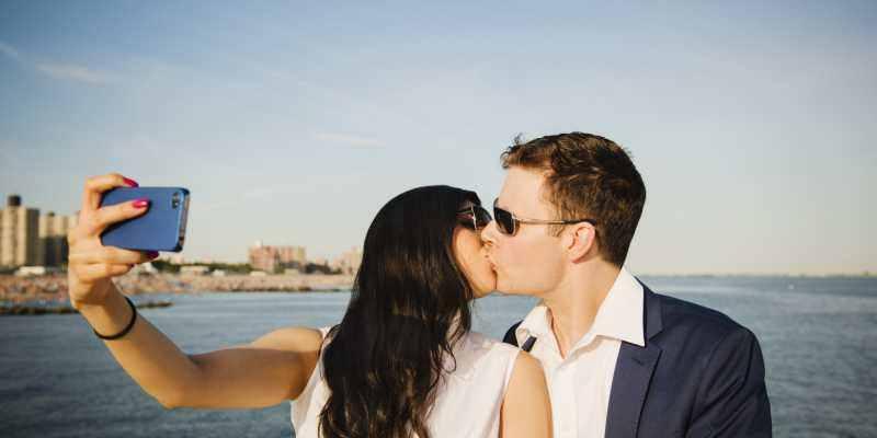 parejas-felices-no-postean-en-redes-sociales